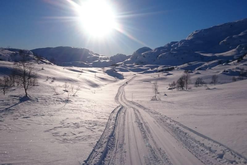 Solbilde av skiløypa i Austarheimsdalen