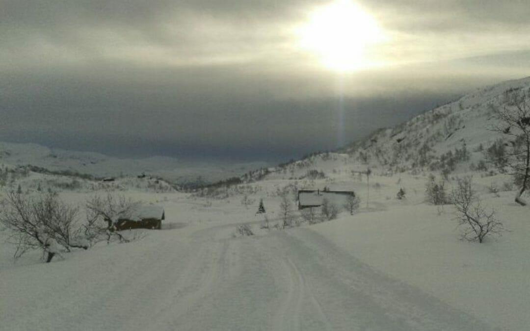 Overskyet utsikt fra skiløype i Austarheimsdalen